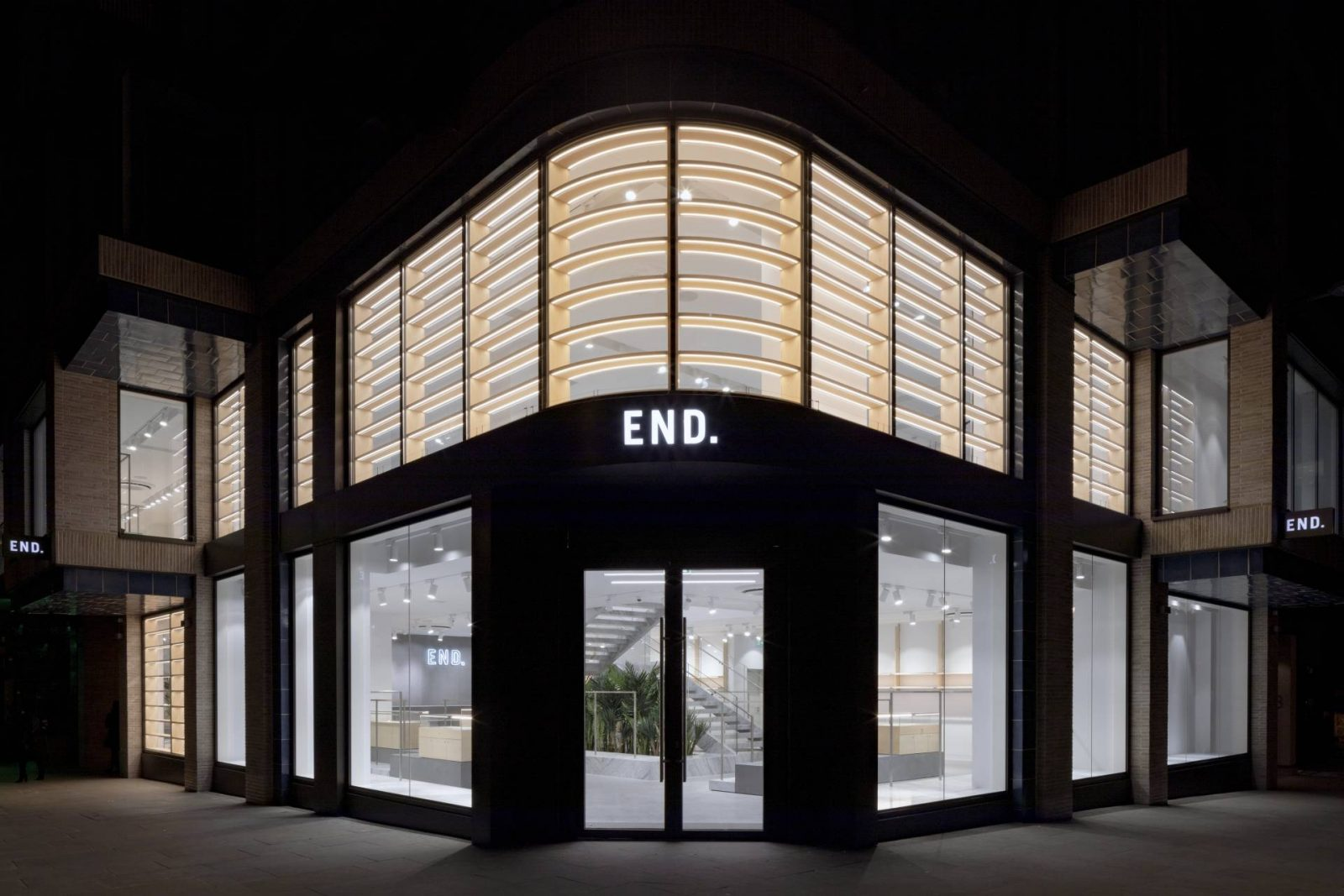 The End of the High Street as we know it – End. New Flagship Store
